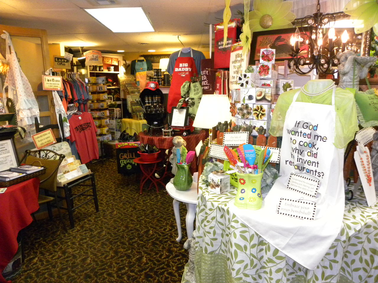 Downtown Branson Farmhouse Gift Shop